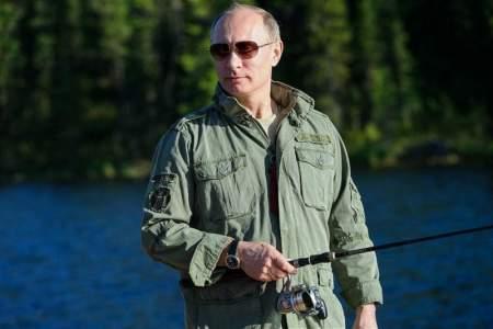 Отдых здорового человека: Владимир Путин в Сибири искупался в ледяном озере