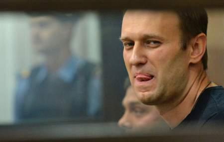 Навальному нужна кровь: волонтеров толкают в драку, но защиту не обещают