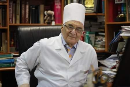 Возраст любимому призванию не помеха: и в 87 лет Анатолий Зильбер лечит людей