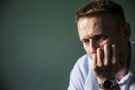 Заплати долги и лети! Навальный плачется, что за рубеж не выпустили