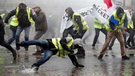 Макрон взорвет жителей Франции