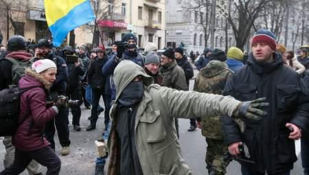 Киевские радикалы напали на дом Авакова