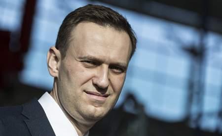 Навальный считает русских идиотами? Блогер дает интервью по-английски против своей страны