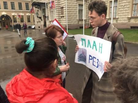 Наркошу Максима Резника петербуржцы требуют лишить мандата