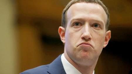 Главу Facebook попросили на выход