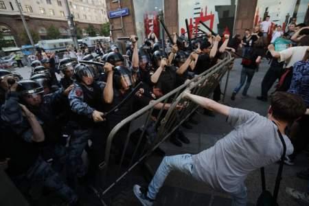 Москва, Трубная площадь: незаконный митинг провалился. Лузеры расходятся по домам