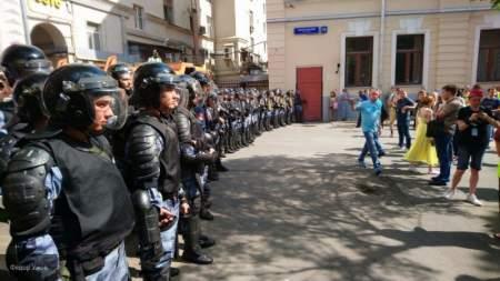Журналистов больше, чем дебоширов: как проходит московский митинг?