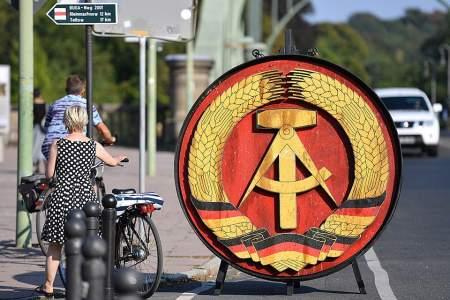 Германия разделена надвое: восточные немцы русофобию Берлина не поддержат