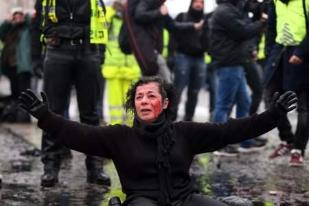 Европа с протестующими не церемонится: дубинкой в спину, пулей в глаз