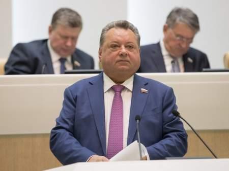 Сенатор Невзоров скрывает о себе важные подробности