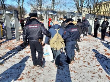 Автозак и нары вместо теплой постели: провокаторов ждал сюрприз на марше Немцова
