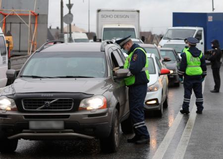 Оштрафован и отправлен в Коммунарку – полиция задержала водителя с подтвержденным коронавирусом