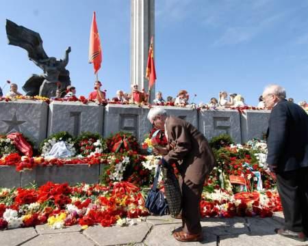 Прибалтика роет себе могилу ненавистью к Дню Победы и советским ветеранам