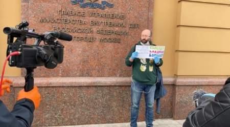 Илья Азар арестован на 15 суток, а его начальству глубоко наплевать