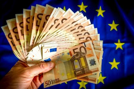 Миллиардная дыра в бюджете, или Почему Эстония выбирает долговое рабство