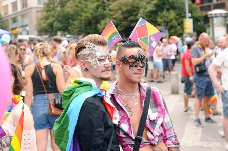 Психолог рассказала, к чему может привести популяризация однополых браков