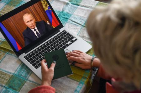Путин напомнил о важности закрепления социальных гарантий в Конституции РФ