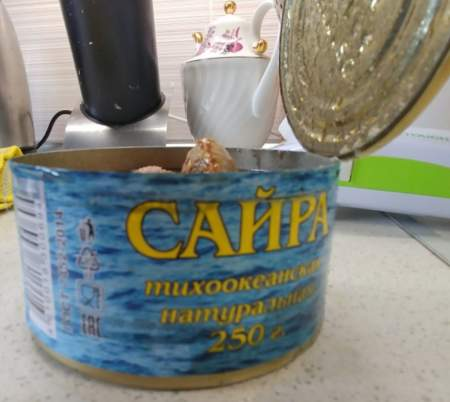 Вонючие консервы с сайрой в проднаборах разозлили жителей Приморского района