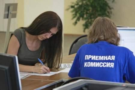Поступающим на худграф придется рисовать на камеру во время приема в вузы Петербурга