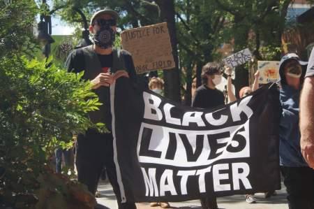 Это не потому, что он черный! В США назрел новый абсурдный расовый скандал