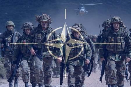 НАТО перебрасывает войска к российским границам для «противостояния России» — Эспер