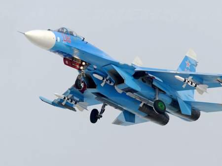 Американцы так и норовят нарушить российские границы, однако российские Су-27 этого не допустят