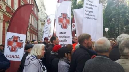 Репрессии против русскоговорящих медиков поставили Латвию на грань выживания