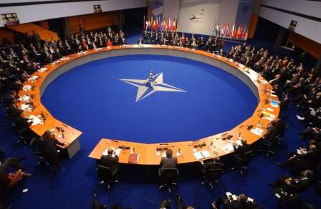 НАТО теряет международное доверие