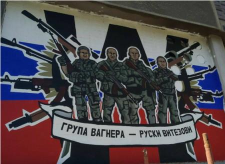 Граффити в Белграде – сербские художники назвали бойцов «ЧВК Вагнера» русскими рыцарями