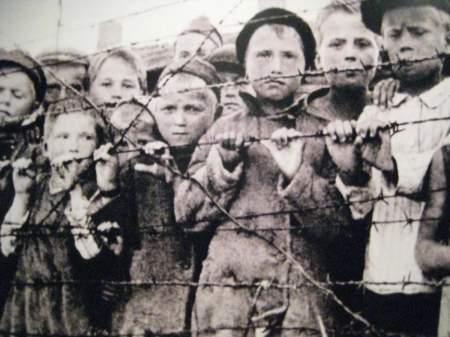 В Международный день освобождения узников фашистских концентрационных лагерей бывший малолетний заключенный напомнил историю Саласпилса