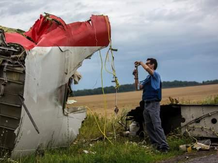 Реальных доказательств нет – США специально не показывают фото крушения боинга МН17