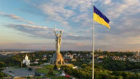 Киев подает в бездну небытия